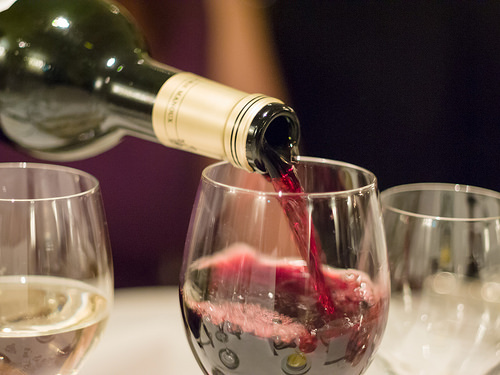 Enjoy Live Music and More at Les Zygomates Wine Bar & Bistro